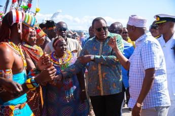 H.E. President Uhuru Kenyatta meets the community members during the inauguration