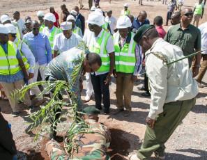 H.E. President Uhuru Kenyatta plants a commemorative tree at the wind farm